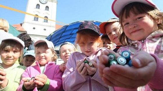 České děti myslí ekologicky, třídění a recyklaci baterií  považuje za důležité 94 procent žáků v základních školách