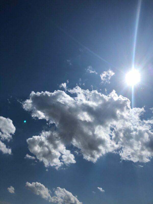 Ovlivňuje letní počasí vaši baterii?