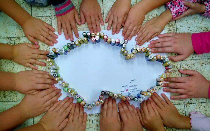 V programu Recyklohraní už děti vytřídily 923 tun použitých baterií. Pro letošní školní rok se chystá řada novinek